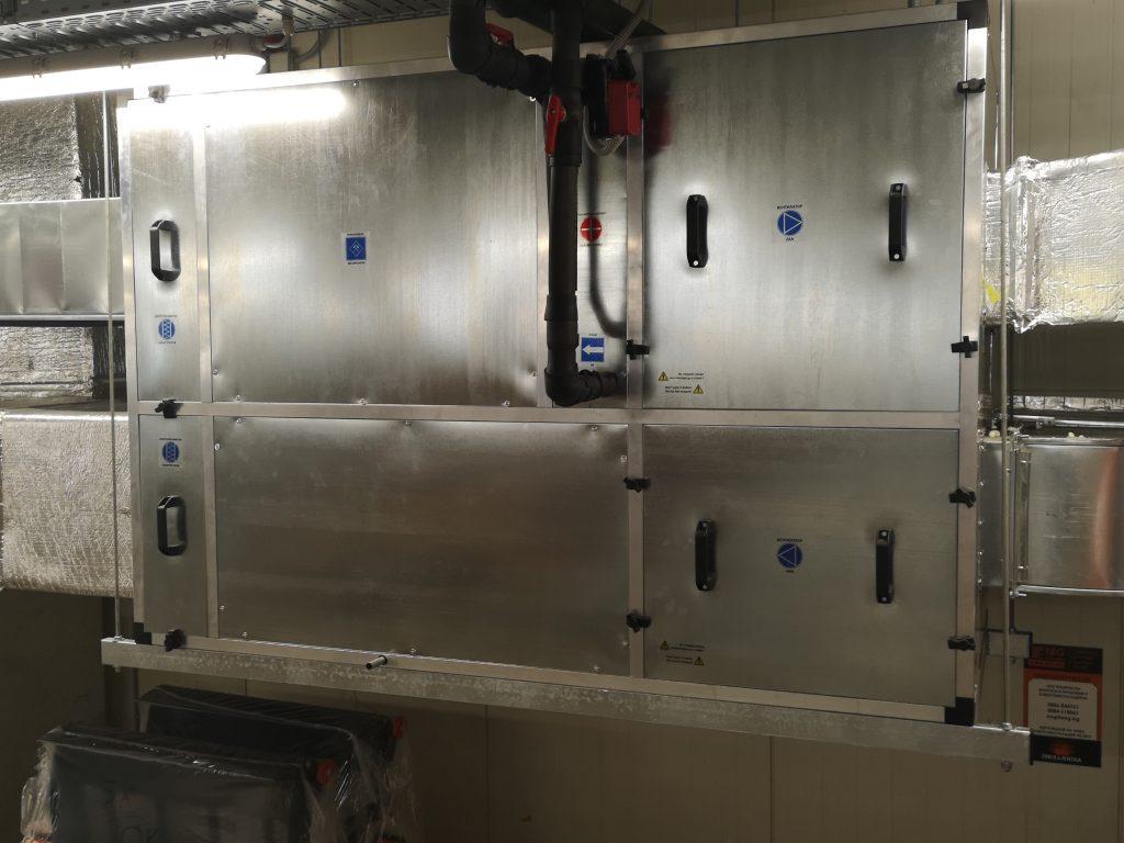 Енергоспестяващ блок с отоплителна секция